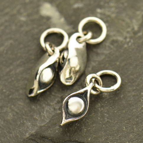 A1057   -SV-CHRM Sterling Silver One Pea in a Pod Charm - Food Charm