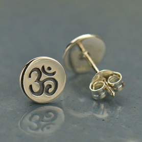 AT1552  -SV-EARR Sterling Silver Stud Earrings - Etched Om on Disk