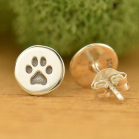 AT1682  -SV-EARR Sterling Silver Stud Earrings - Etched Paw Print on Disk