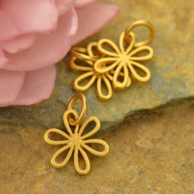 GA1079  -SV-GP1-CHRM Gold Charm - Small Daisy with 24K Gold Plate