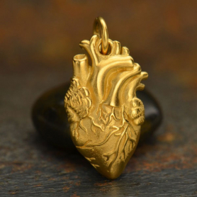 GA1164  -SV-GP1-CHRM Gold Charm - Anatomical Heart with 24K Gold Plate