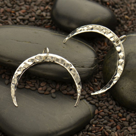 S3039   -SV-CHRM Sterling Silver Hammered Crescent Moon Pendant -27mm