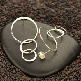 T3061   -SV-EARR Sterling Silver Stud Earrings - Three Circle Link