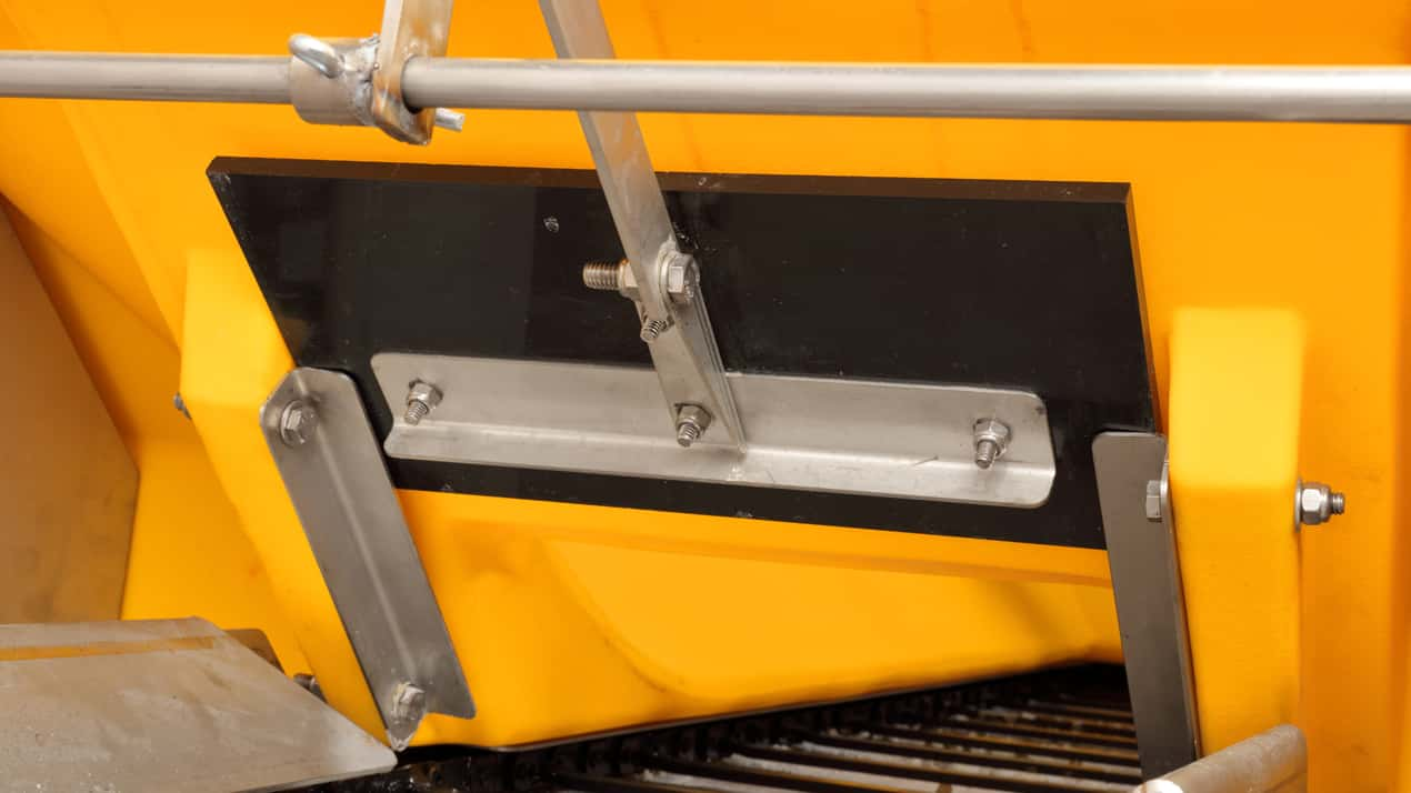 FISHER® POLY-CASTER™ Poly Hopper Spreader - ADJUSTABLE FEED GATE