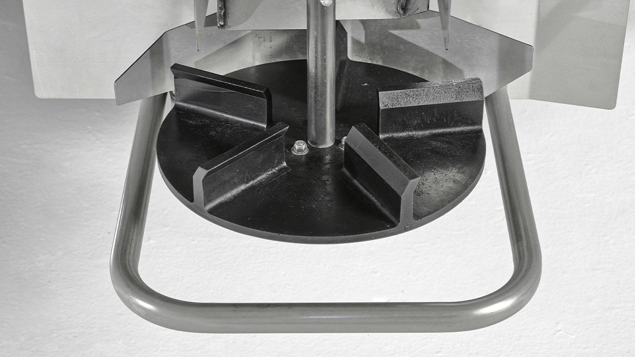 FISHER® Steel-Caster™ Compact Spreader - SPINNER