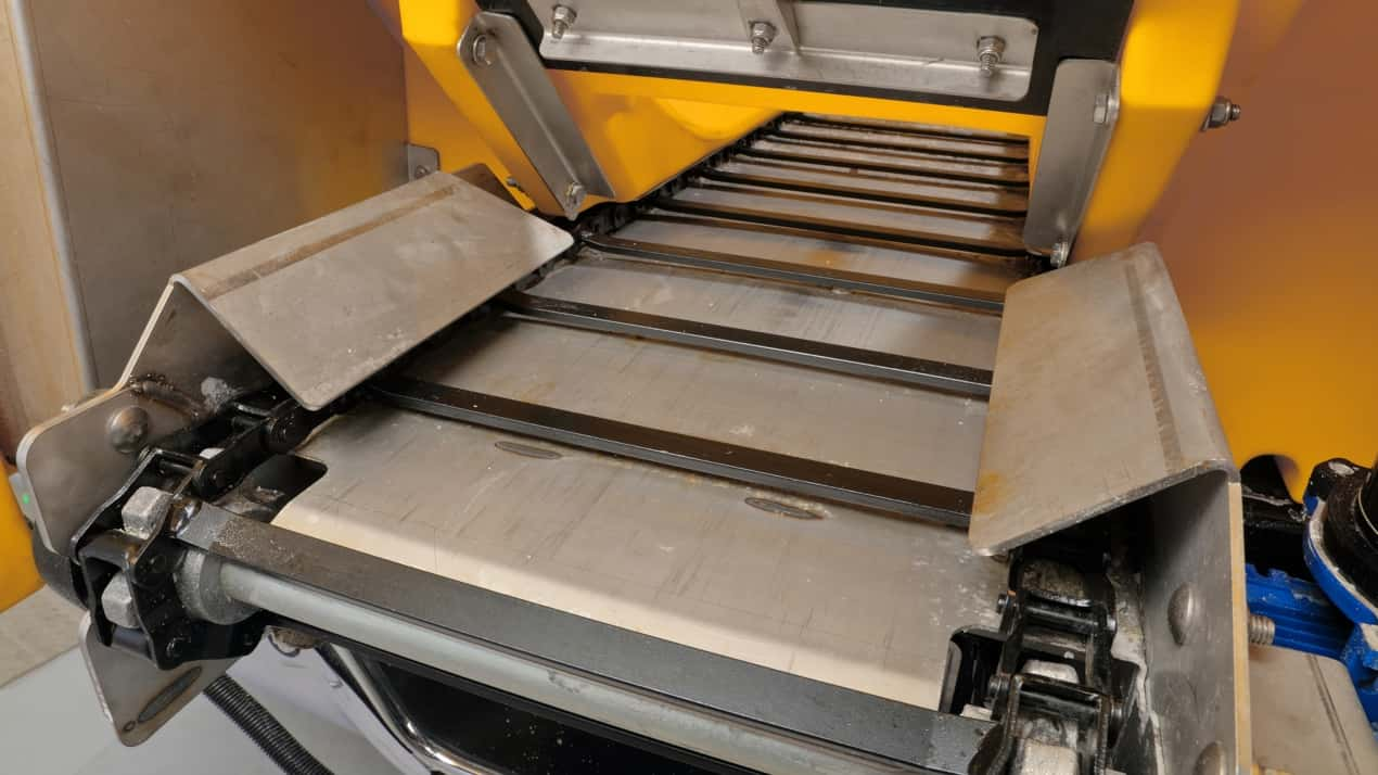 FISHER® POLY-CASTER™ Poly Hopper Spreader - MATERIAL DELIVERY