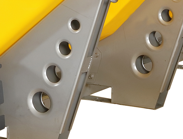 <strong><u>Fork Pockets</u></strong><br/>For simple install and removal, fork pockets are integrated into the frame legs.