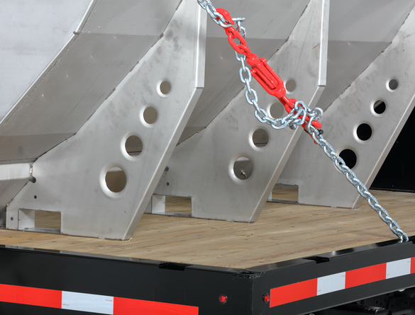<strong><u>Stainless Steel Construction</u></strong><br/>The hopper and frame are constructed of corrosion-resistant stainless steel. The frame features a unique leg and sill design to form a ridged backbone structure for greater durability.