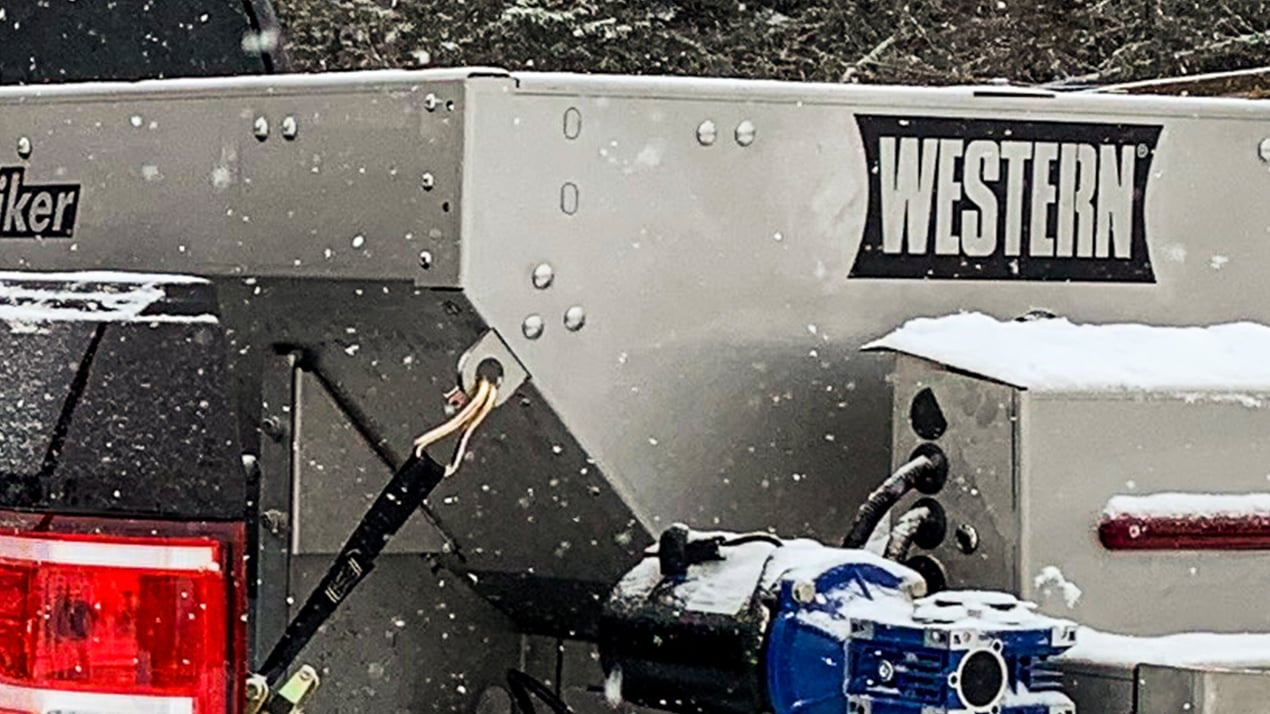 Western STRIKER™ COMPACT SPREADER - CORROSION-RESISTANT HOPPER