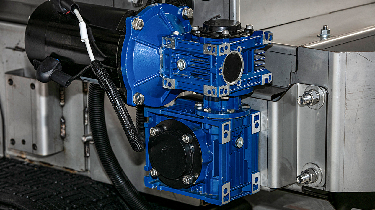 Western STRIKER™ COMPACT SPREADER - DUAL ELECTRIC MOTORS