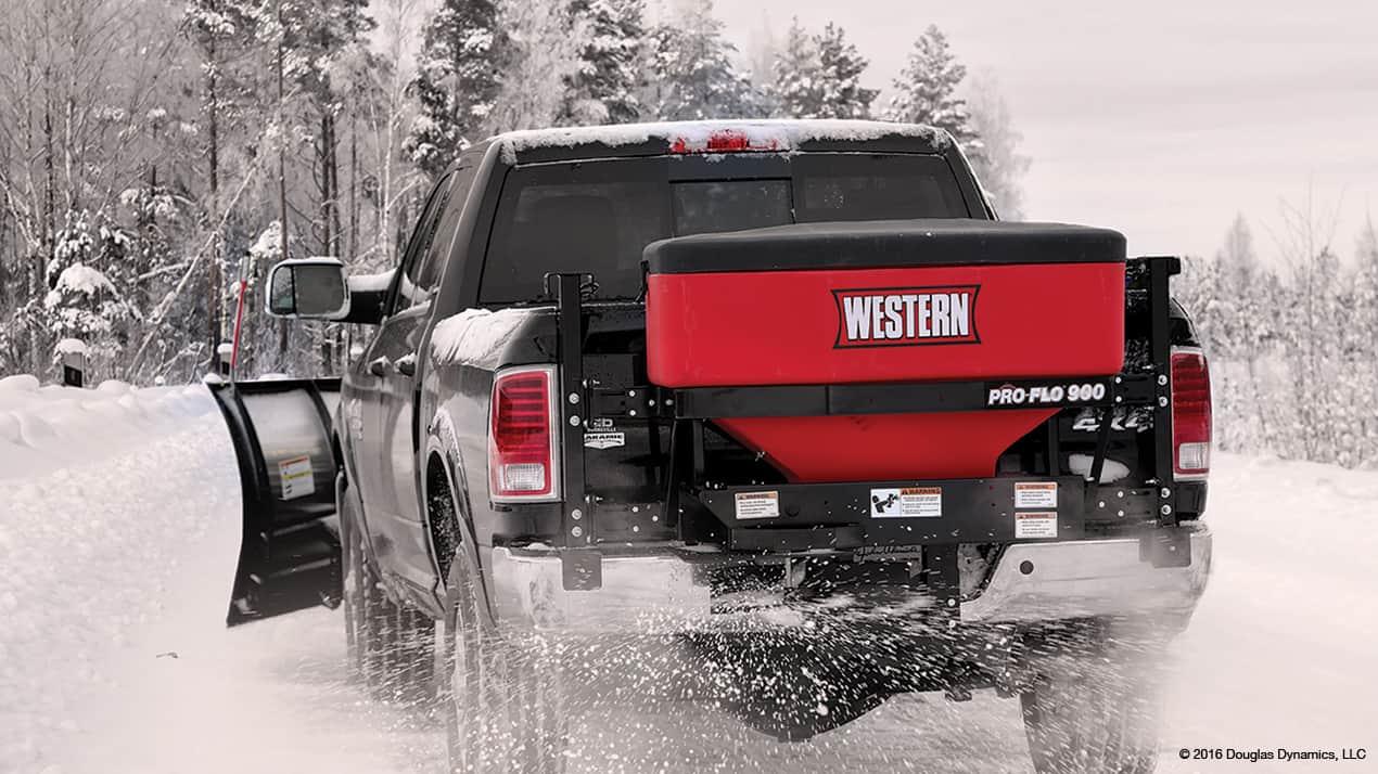 Western PRO-FLO™ 900 Tailgate Spreader